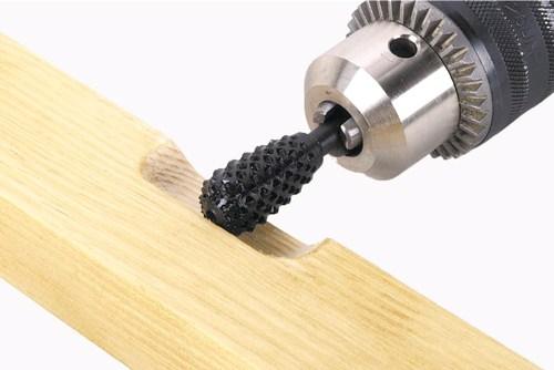 Обработка древесины фрезой на дрели