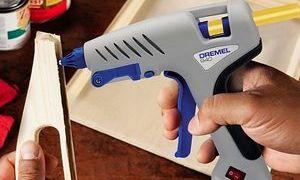 Обучаемся пользоваться клеевым пистолетом со стержнями главные моменты