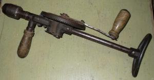 Ручная дрель простой конструкции