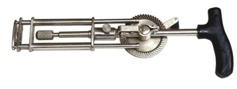 Ручная телескопическая дрель применяемая в медицине