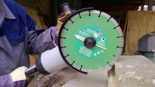 Алмазный диск на инструменте