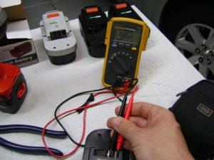 Проверка исправности аккумулятора шуруповерта