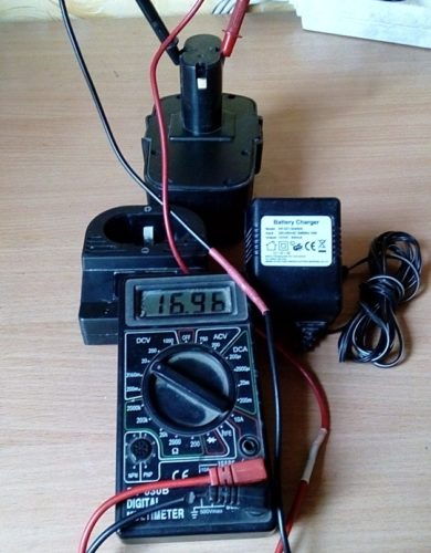 Проверка исправности батареи шуруповерта