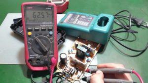 Проверка зарядки шуруповерта на исправность