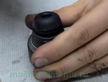 Демонтаж наружного пыльника с патрона