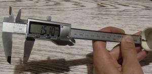 Измерение глубины штангенциркулем