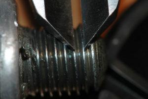 Измерение шага резьбы штангенциркулем