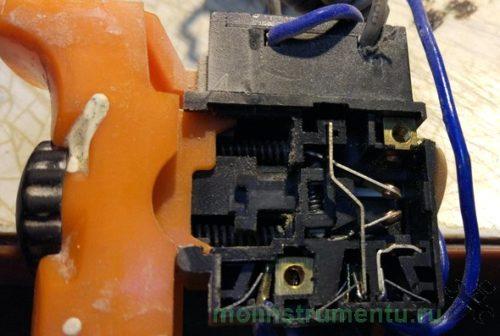 Внутреннее устройство кнопки перфоратора и дрели