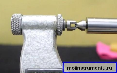Установка пятки микрометра