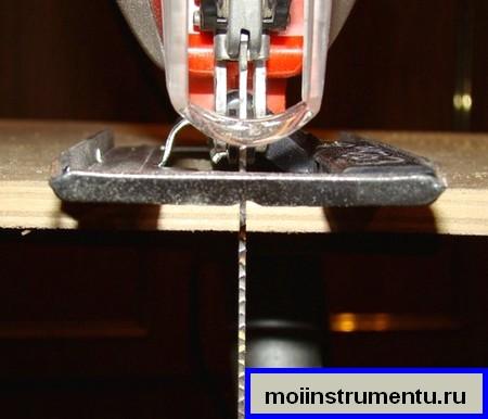 Электролобзик криво пилит как исправить причины