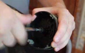 Вывинчивание барабана на триммере