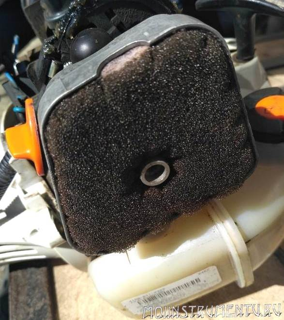 Воздушный фильтр бензокосы
