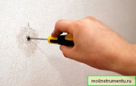 Выкрутить сорванный винт из бетонной стены