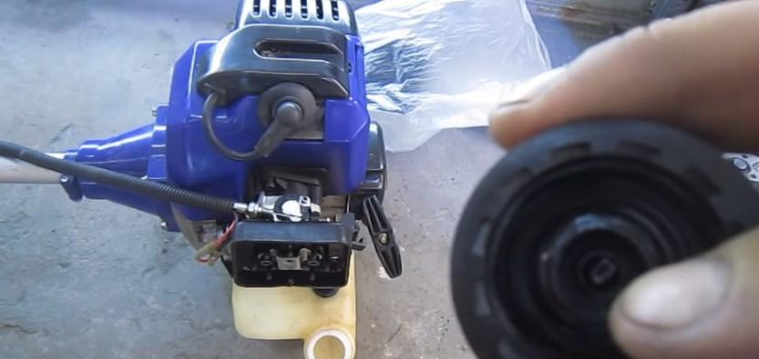 Очистка сапуна на бензокосе