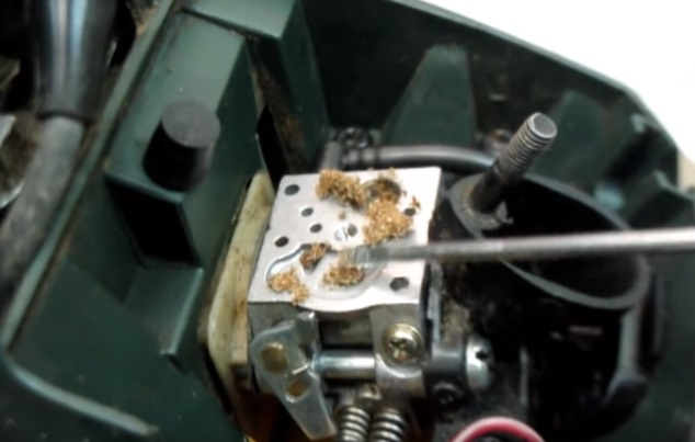 Засорение фильтра карбюратора бензопилы