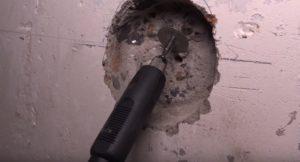 Чем разрезать арматуру в отверстии под розетку
