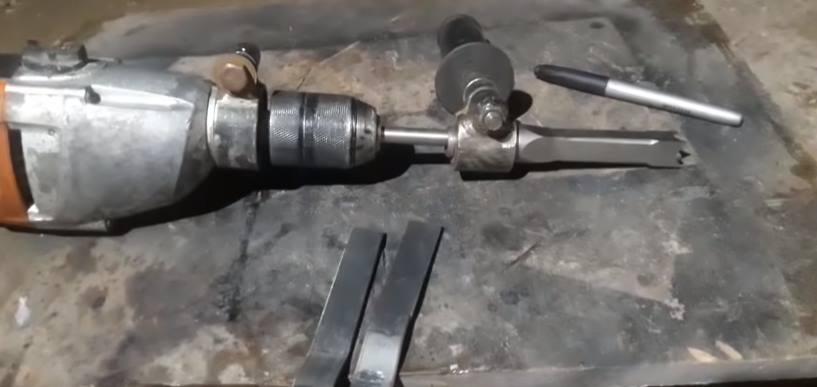 Приварить стальные пластины для соединения хомутов