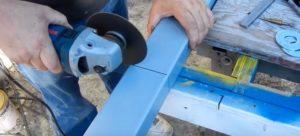 Отрезать из трубы основания подвижной части тисков