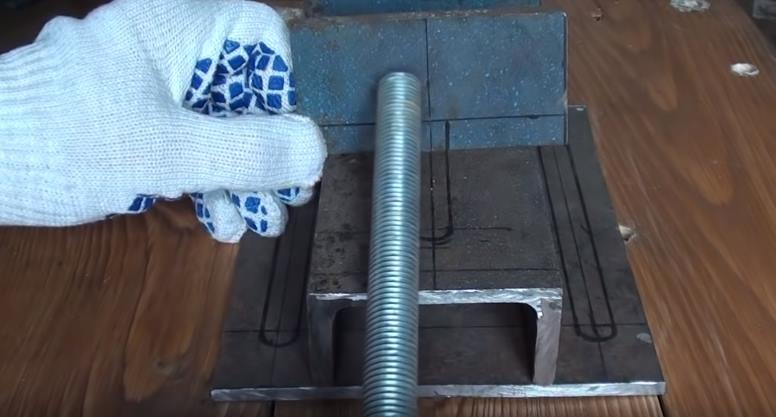 Шпилька на 16 мм в качестве винта