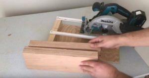Вырезаем две прямоугольные доски