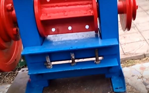 Конструкция режущего механизма бензинового шредера