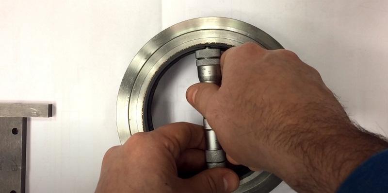 Измерение отверстия нутромером микрометрическим