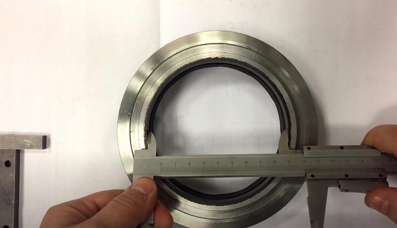 Измерить диаметр отверстия штангенциркулем