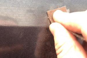 Очистка поверхности наждачкой