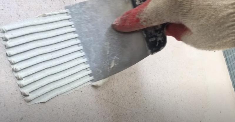 Как наносить клей зубчатым шпателем