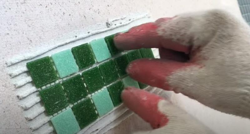 Как приклеить мозаику