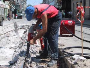 Демонтаж железных конструкций в асфальте