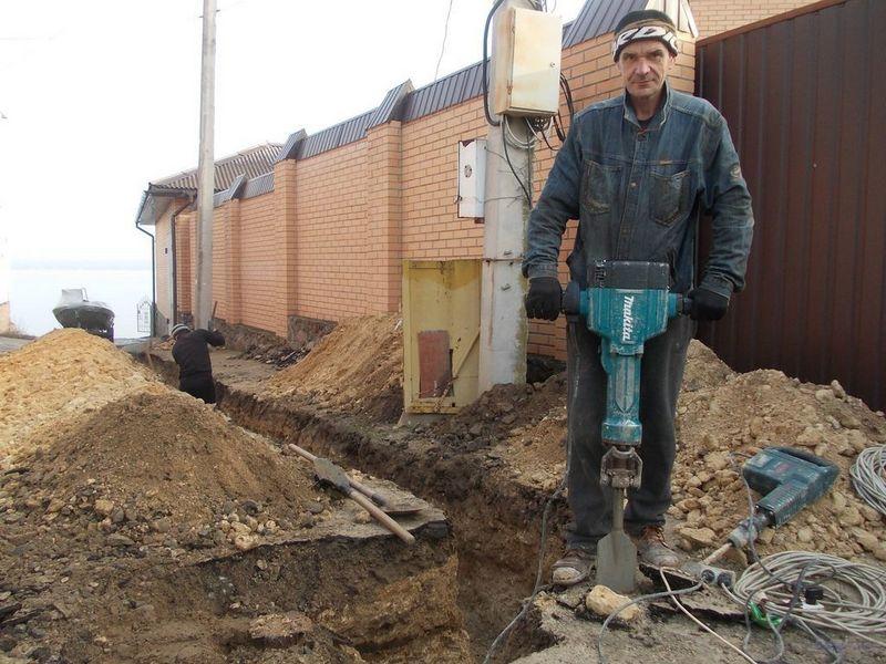 Копание грунта под фундамент