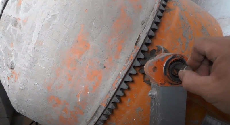 Как заменить шестерню и подшипники ведомого вала бетономешалки