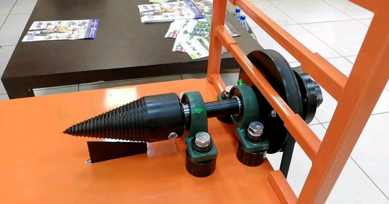 Конструкция винтового дровокола